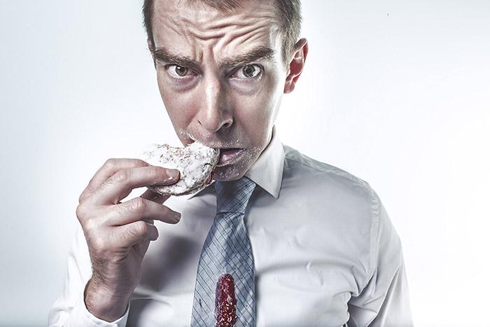 Pán pojídající sušenky